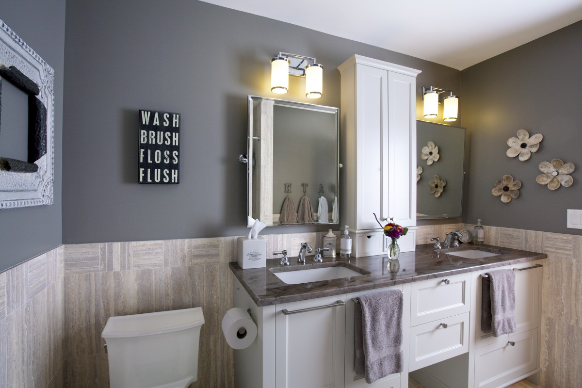 <p>This master bathroom remodel with a custom double vanity provides a beautiful, light space for the owners to prepare for the day. It is the perfect blend of traditional and contemporary style.</p>