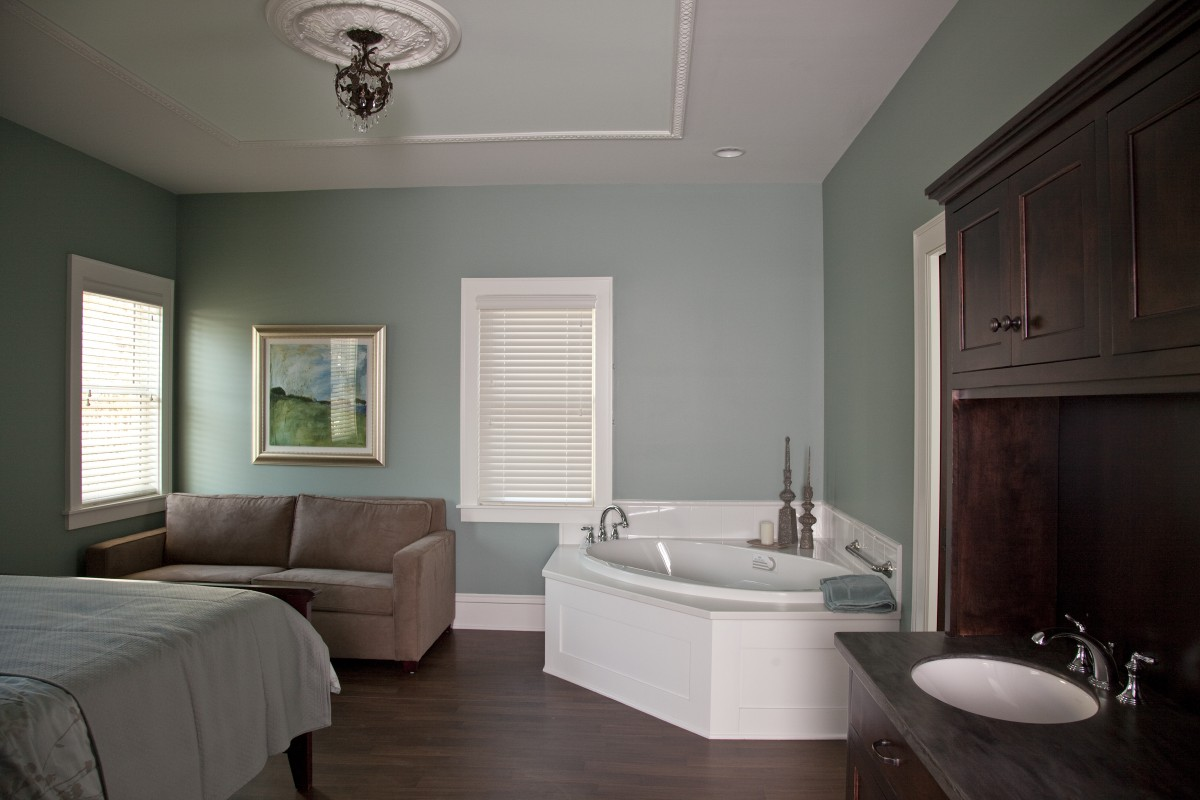 <p>Here is one of the birthing suites from another angle.  Details like the paneled tub surround, ceiling molding and medallion fit with the style of the 1911 home.</p>