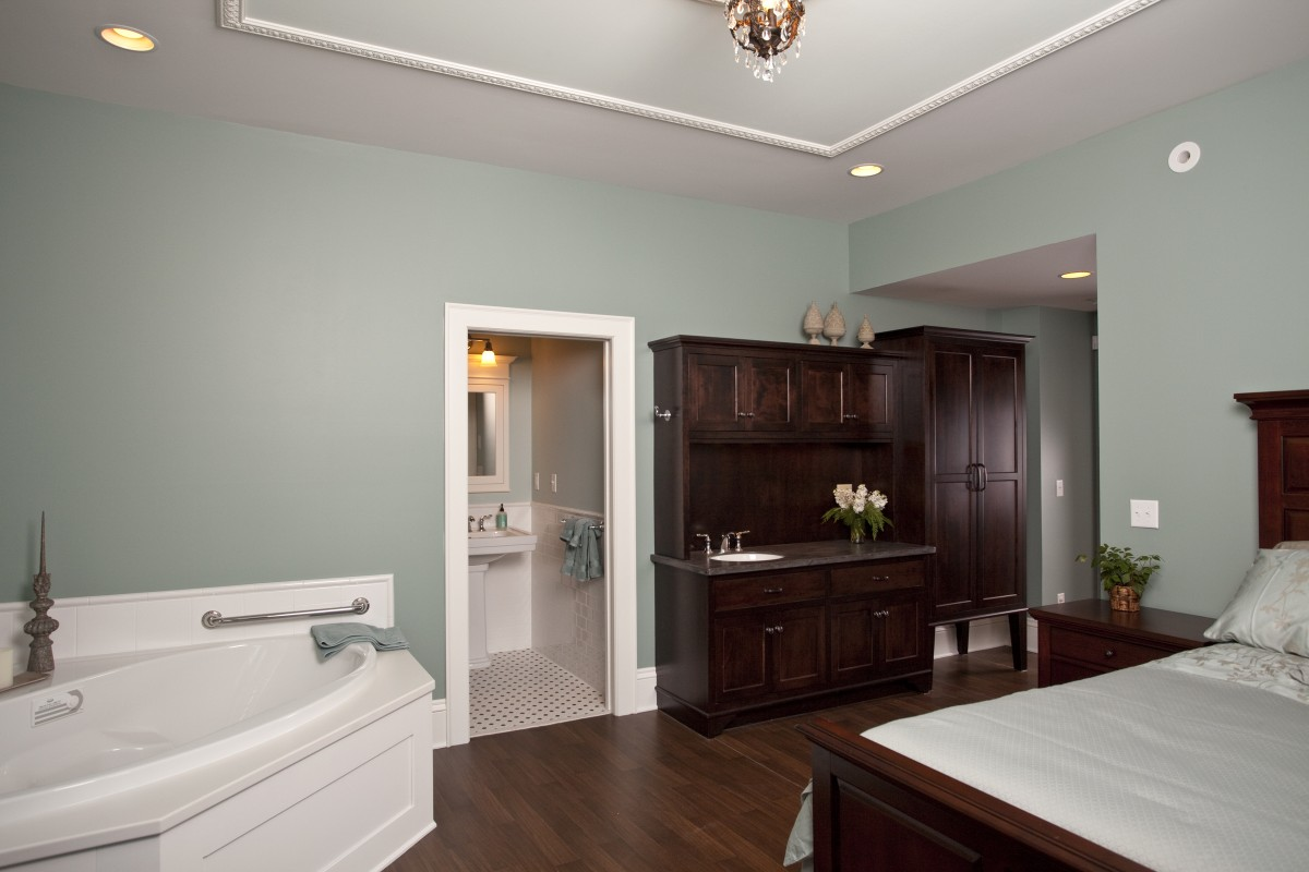 <p>Here is a look at one of the birthing suites.  There is a bed, a storage cabinet, a bathroom, and a birthing tub.</p>