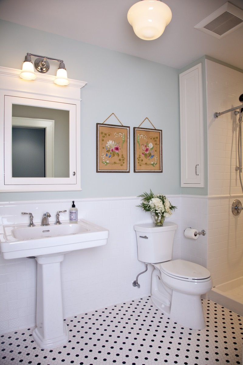 <p>A bathroom in one of the birthing suites.  The bathrooms in both suites are similar.</p>