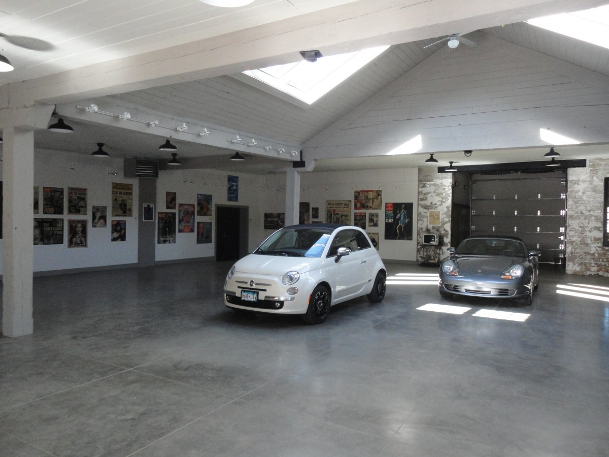 <p>When not being used as an art gallery, the space can act as a large garage.</p>