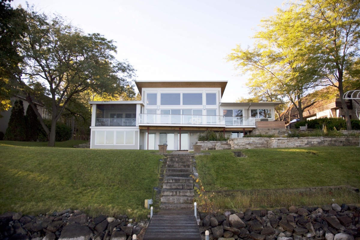 <p>Set along the shores of Lake Minnetonka, this home's new butterfly roof with transom windows creates a modern coastal statement. The pine ceilings carry through to the exterior soffits, creating one continuous plane. Generous windows and a neutral color palette bring nature into the space, further adding to the feeling of modern, simple beach living.</p>