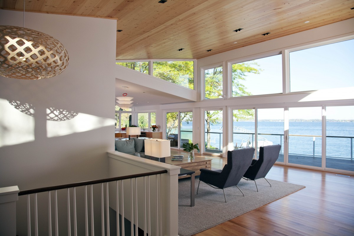 <p>The home's modern butterflyroof leadsto aspectacularwall of windows,beckoning guests to sit and enjoy the view.</p>
