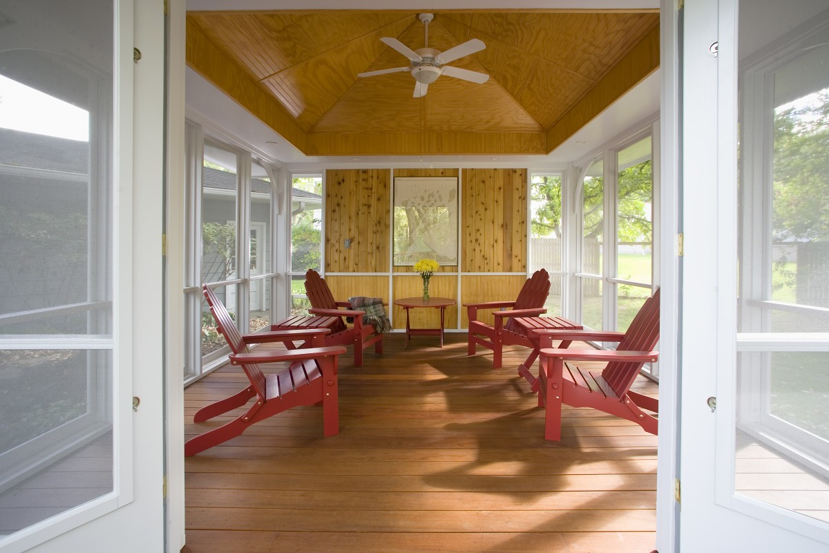 The owners of this Edina home had an existing screened porch and deck that had become dilapidated.  TreHus rebuilt both the porch and deck.  The structure of the new deck is cedar and the decking is ipe.  The interior of the new porch has a pine beadboard ceiling and accent wall for visual interest and a fan to keep occupants cool.