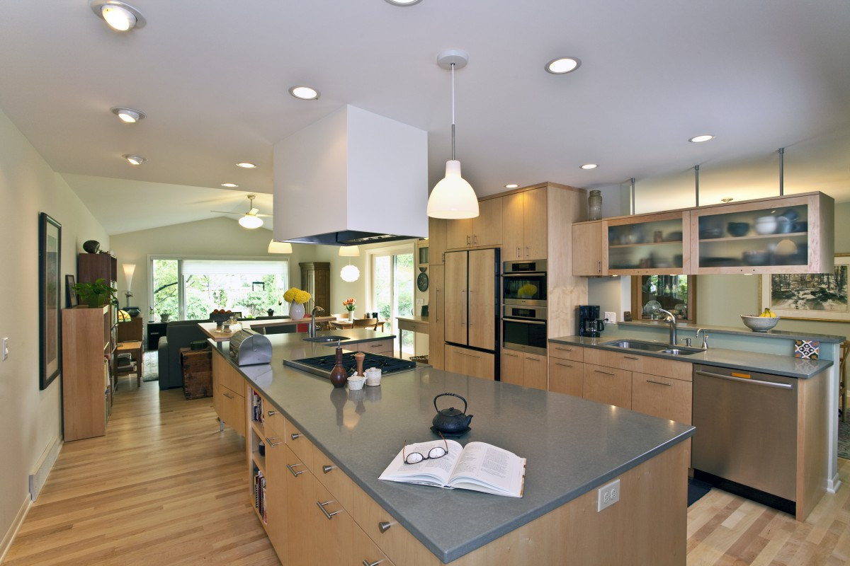 <p>Located near the Mississippi river, bike paths and parks, the owners of this home wanted to update it to be as beautiful as its surroundings. The new kitchen features custom plain-sliced maple cabinets, an open layout, and a large island that offers maximum work space without making the space feel crowded.</p>