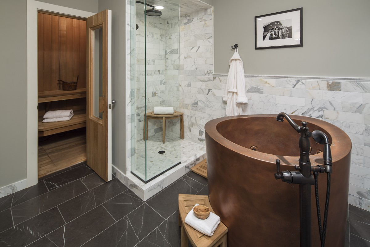 The dated sauna and shower were given new natural finishes to create a relaxed but refined spa-like suite.